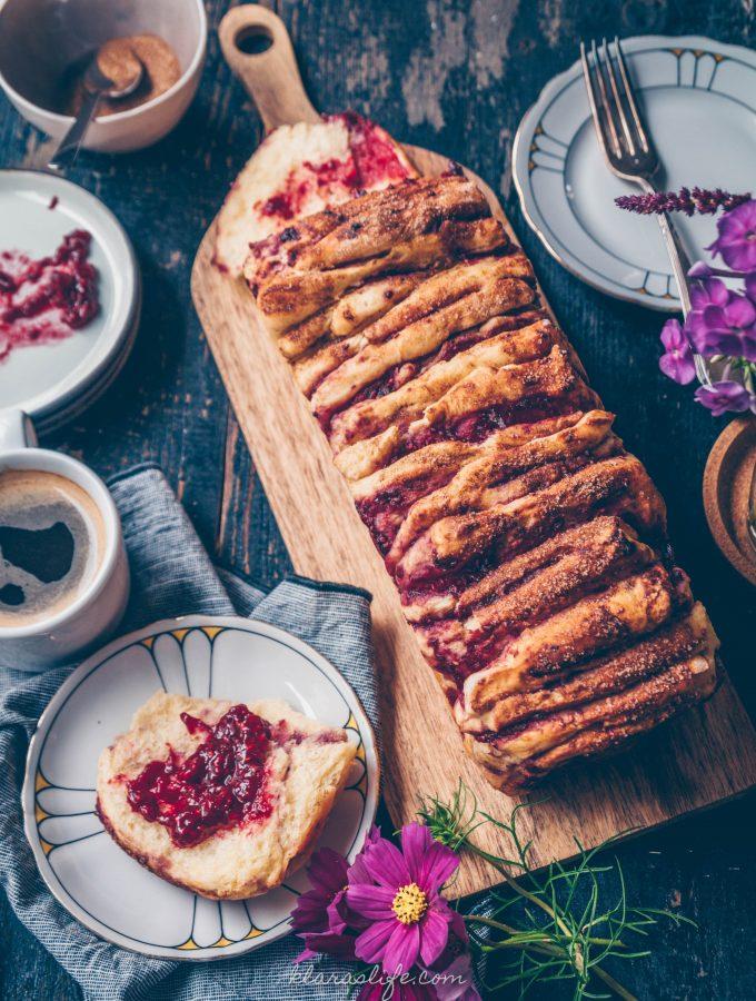 Himbeer Zupfkuchen mit Zimt & Zucker