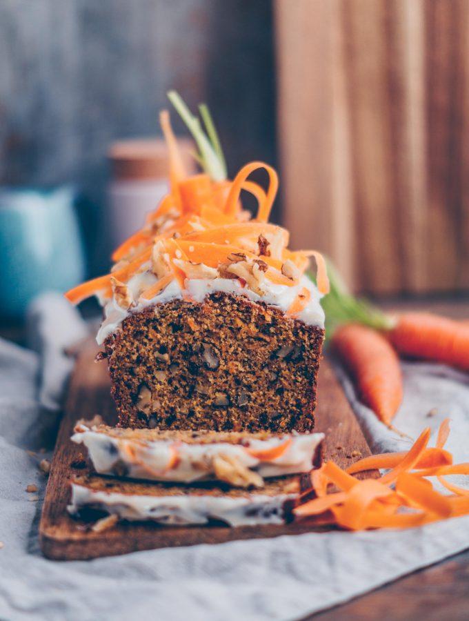 Saftiger Karotten Kuchen mit Tonka Frischkäse Frosting