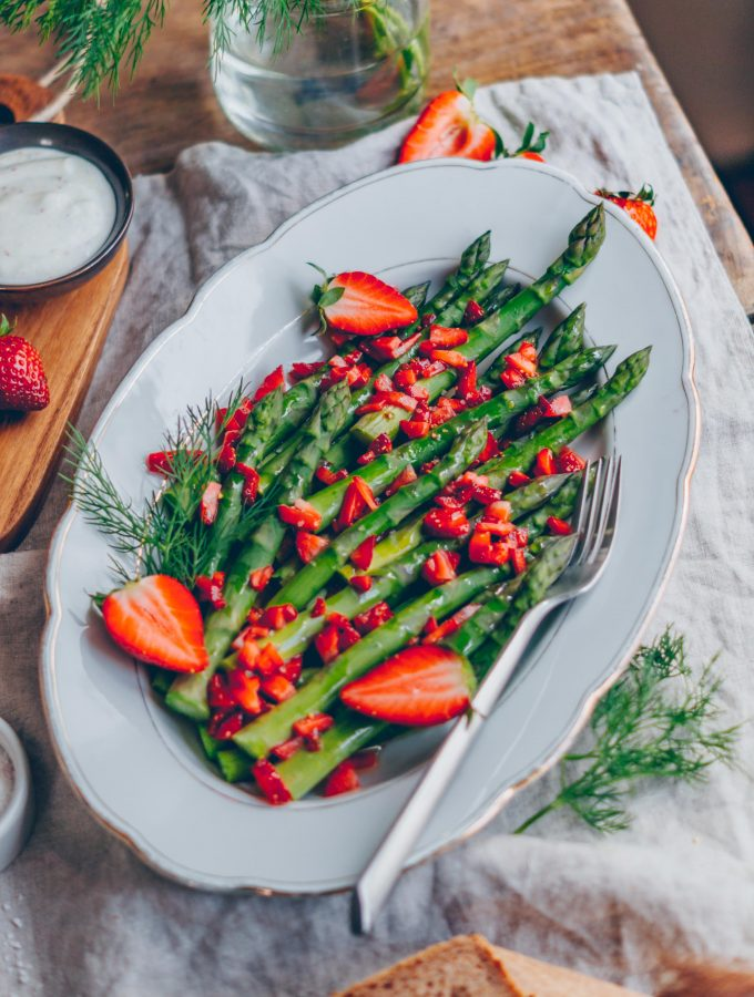 Spargelsalat mit fruchtiger Erdbeer Vinaigrette & Zitronenmayonnaise