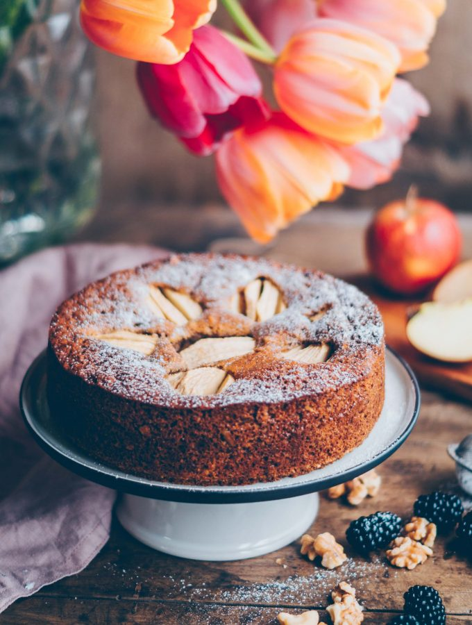 Easy and delicious apple walnut cake