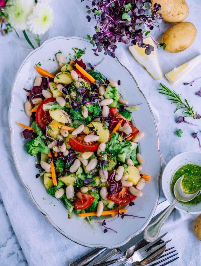 Frühlingshafter Kartoffel Brokkoli Bohnen Salat