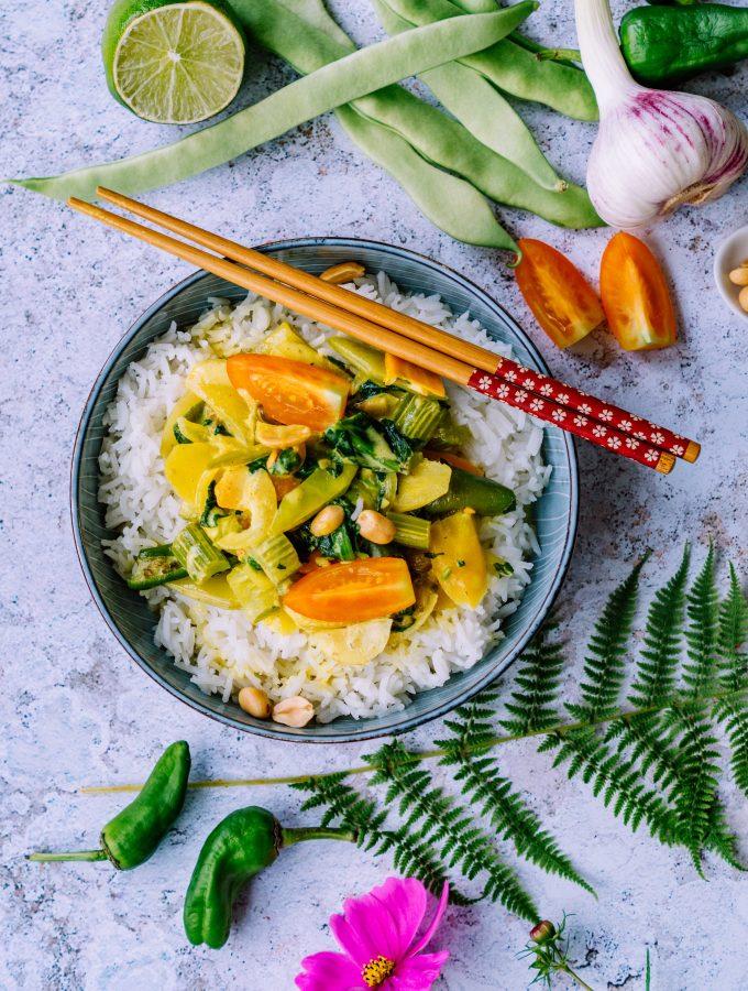 Scharfes wärmendes Grünes-Gemüsecurry