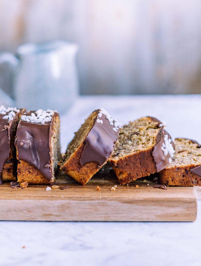 Haselnuss – Bananenbrot mit Schokoladenglasur