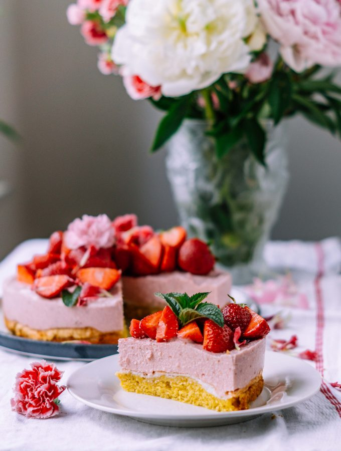 Strawberry Meringue Cake with almond biscuit