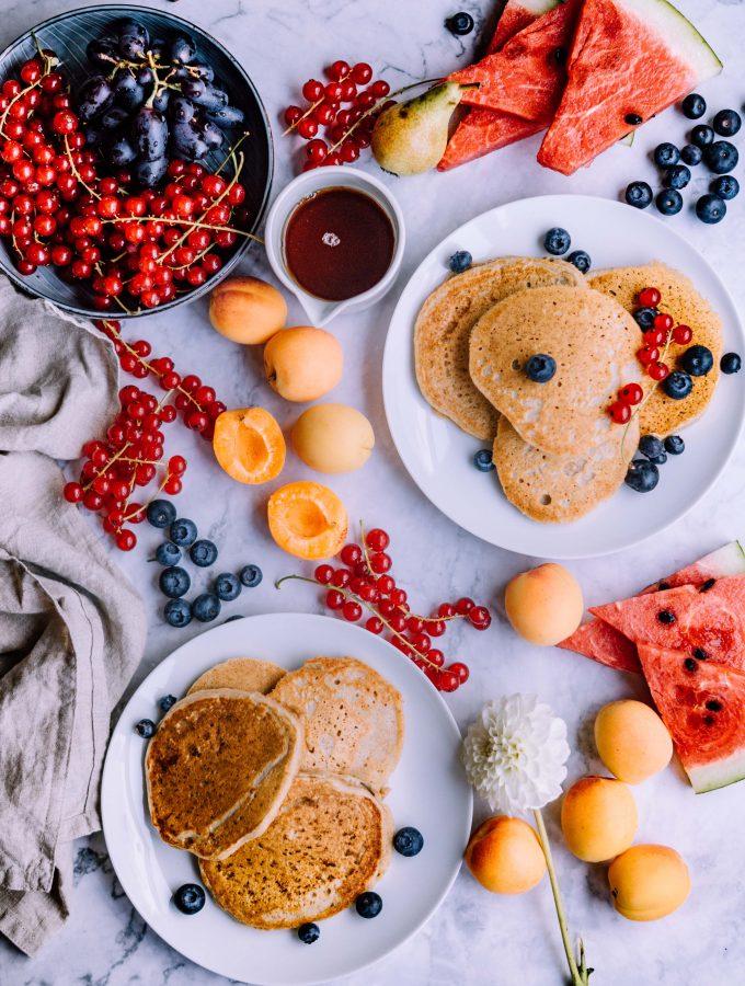 Dicke vegane Vollkornweizen-Pfannkuchen