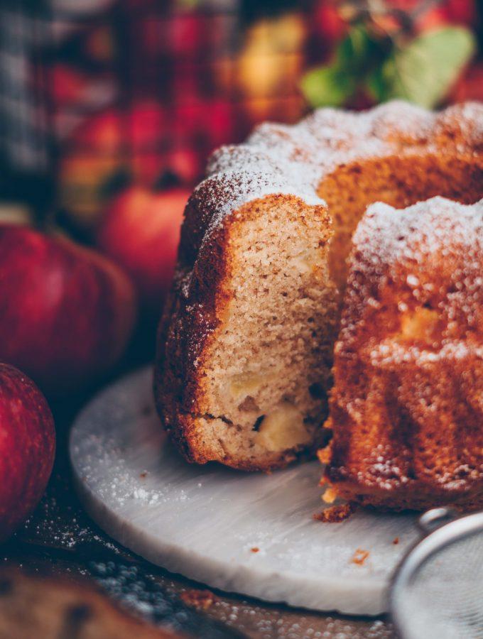 Kleiner feiner Apfelgugelhupf