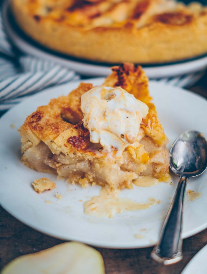 Pear Pie with ginger & cinnamon
