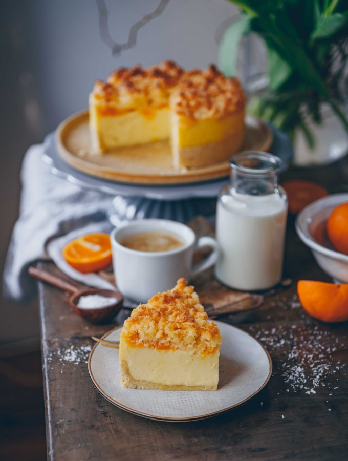 Veganer Mandarinen-Schmandkuchen mit Kokosstreuseln