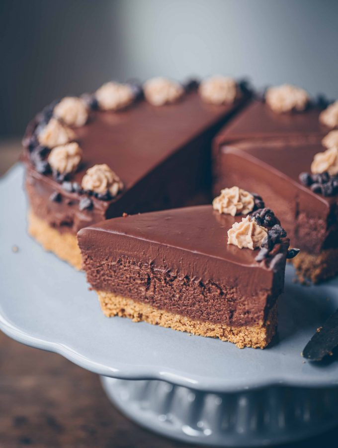 Chocolate Mousse Cake (easy & vegan)