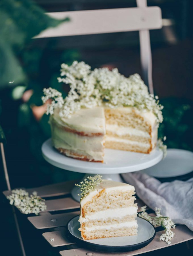 Buttercream Cake with elderberry syrup | vegan