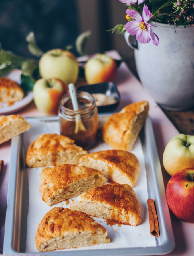 Apple Cinnamon Scones with caramel sauce | vegan