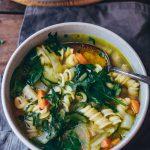Gemüse Nudelsuppe